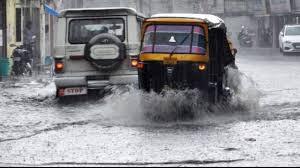 पिछले 24 घंटो से लगातार हो रही बारिश से राजधानी हुई पानी-पानी, राजधानी के कई इलाकों में आवागमन हुआ ठप