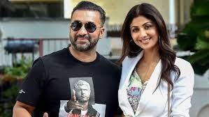 अश्लील फिल्मों के लिए न्यूड सीन शूट करने के लिए मजबूर करने के आरोप में फंसे बॉलीबुड अभिनेत्री शिल्पा सेट्टी के पति राज कुन्द्रा